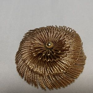 Jewelry - Monet 1960s ventage broach